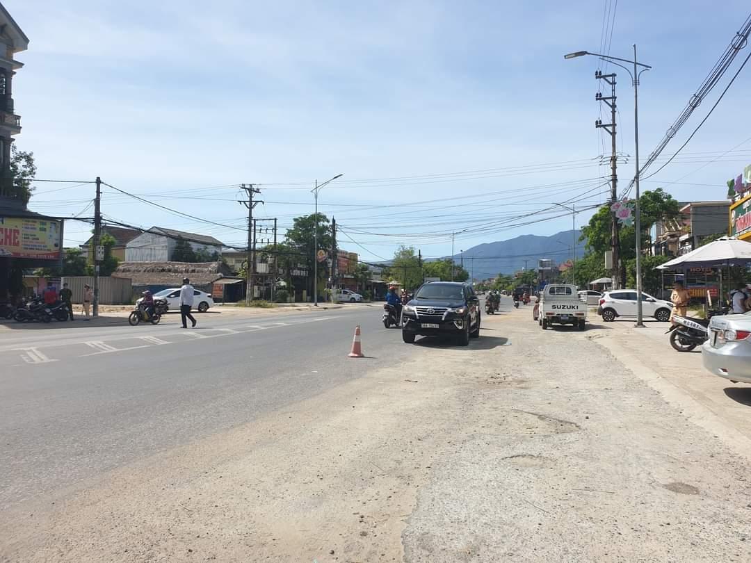 Hà Tĩnh: Bất chấp hiệu lệnh CSGT, tài xế lùi xe tốc độ cao bỏ trốn