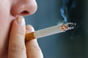 Chuyên gia cảnh báo: Không chỉ gây ung thư, hút thuốc lá dễ làm hỏng thị lực