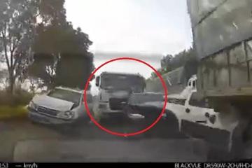 """Full clip tai nạn liên hoàn tại Bỉm Sơn, cộng đồng mạng """"hiến kế"""" giữ an toàn khi tham gia giao thông"""