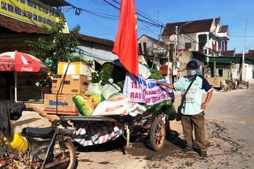"""Người đàn ông chở hàng nghìn bó rau vào TP Vinh: """"Hạnh phúc đơn giản là sự sẻ chia"""""""