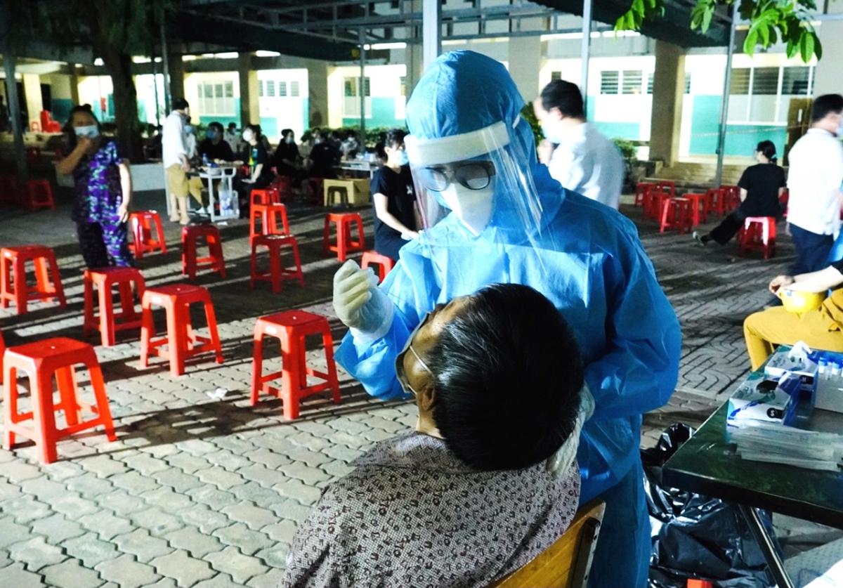 Đoàn sinh viên từ Hải Dương vẫn ở TP.HCM hỗ trợ chống dịch