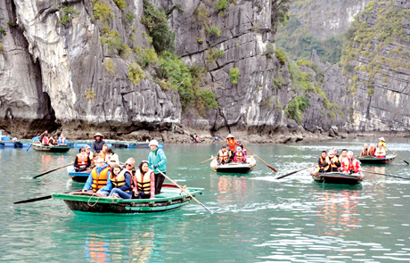 Quảng Ninh: Mở cửa du lịch nội tỉnh song song với phòng chống dịch bệnh