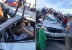 'Thần chết ngủ quên', tài xế chui ra khỏi ô tô bẹp dúm rồi cảm ơn người cứu giúp một cách quá đỗi cảm động