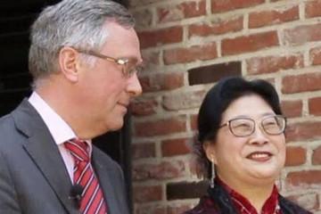 Hết đánh nhân viên bán hàng, vợ đại sứ Bỉ tại Hàn Quốc lại tát người quét rác