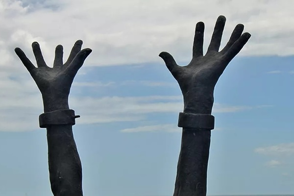 Hoàng tử Ả Rập bị điều tra vì biến 7 giúp việc thành nô lệ thời hiện đại