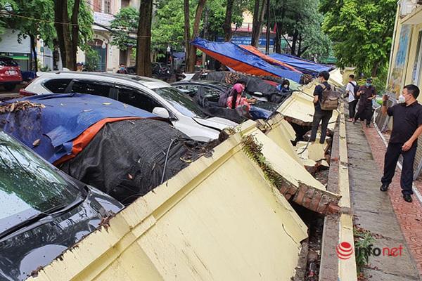 Hà Nội: Tường bao trường mầm non sập, đè bẹp 12 ô tô, ai bồi thường?