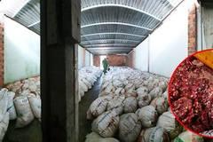 Phát hiện kho chứa 15 tấn tương ớt bẩn chuẩn bị bán ra thị trường