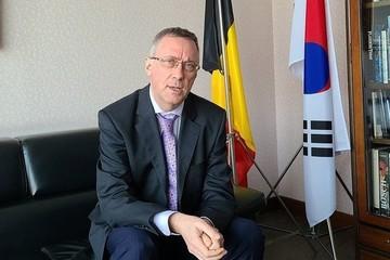 Vợ 2 lần đánh người, đại sứ Bỉ ở Hàn Quốc bị triệu hồi về nước lập tức