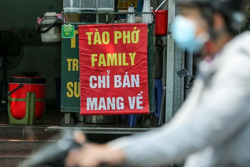 Cấm bán đồ ăn mang về, người dân TP.HCM bối rối