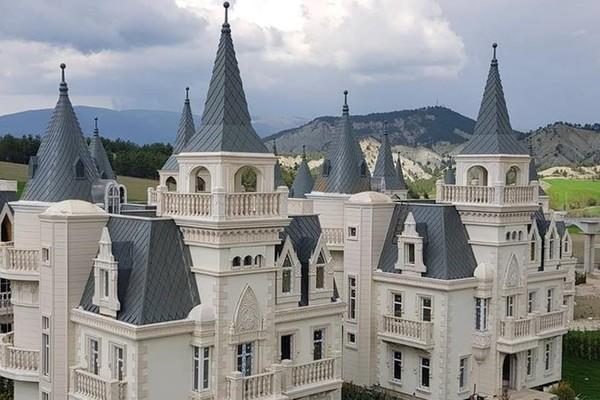 Thị trấn ma nổi tiếng của Thổ Nhĩ Kỳ toàn những lâu đài nguy nga lộng lẫy như trong truyện cổ tích