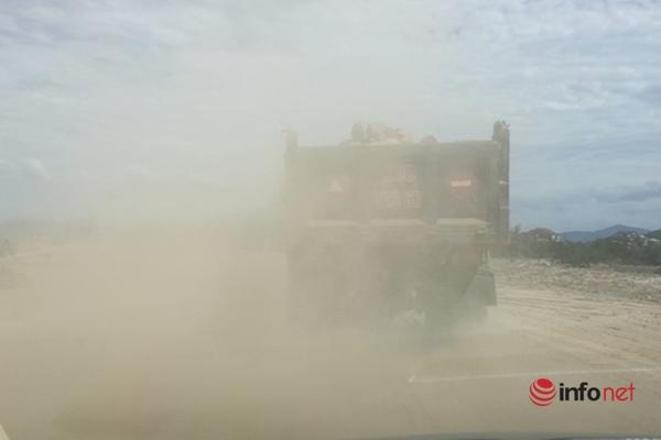Hà Tĩnh: Dự án làm đường chưa đền bù đã lấy đất, thi công bụi mù mịt ngập nhà dân
