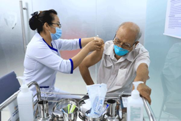 Băn khoăn đăng ký tiêm vắc xin Covid-19 nơi hạn chế độ tuổi, nơi không