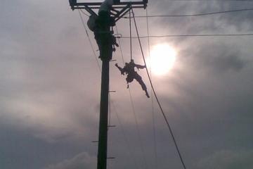 Người đàn ông cắt trộm cáp điện bị điện giật tử vong