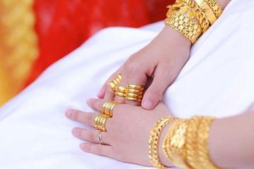 Bố mẹ vay mượn 5 cây vàng làm của hồi môn cho chị gái, 1 tuần sau đám cưới tôi gặp chị ở tiệm vàng