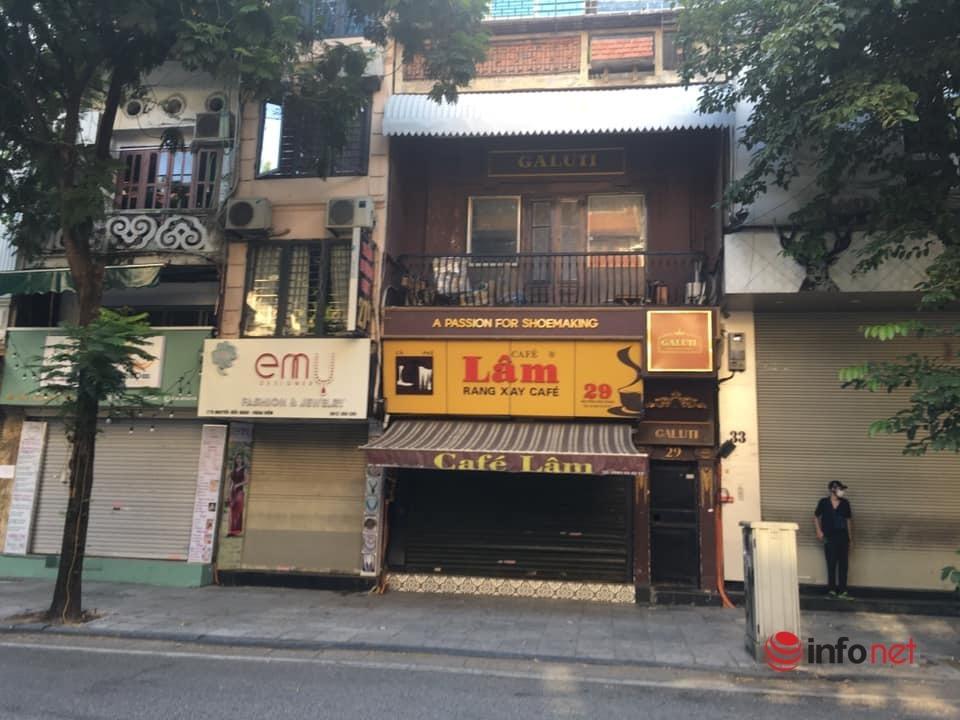 Quán xá Hà Nội đóng cửa im lìm, nơi chỉ bán mang về, khách quen muốn ngồi một lát cũng không được