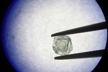 Phát hiện gây sốc: Viên kim cương bọc... kim cương 800 triệu năm tuổi ở Nga