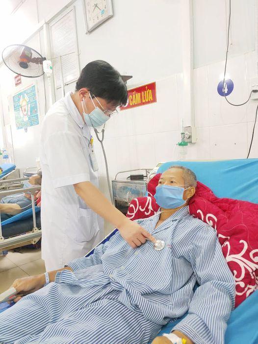 Phù phổi, suy thận cấp sau uống 7 gói thuốc nam chữa căn bệnh tây y 'bó tay'