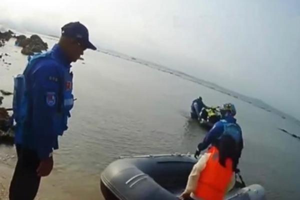 Bé gái 13 tuổi bị bố mẹ đưa ra hoang đảo để phạt tính 'bất trị'