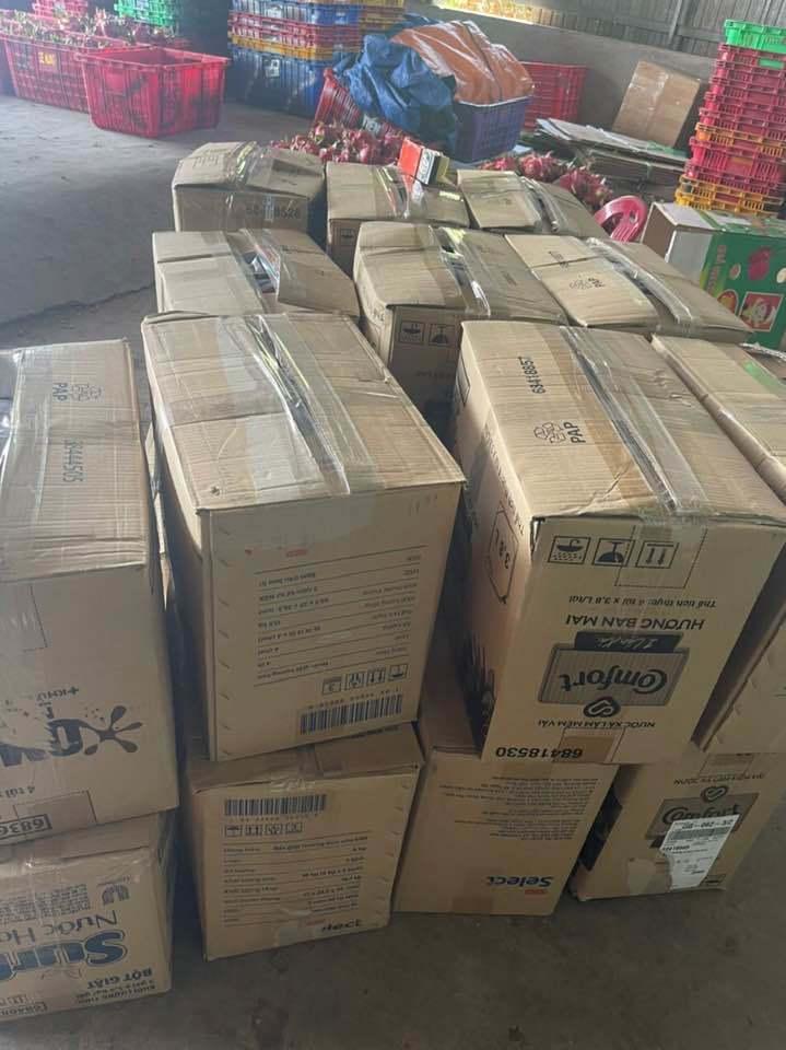 Hàng tấn rau, củ, quả được người Bình Thuận gom góp, gửi đi TP.HCM mỗi ngày