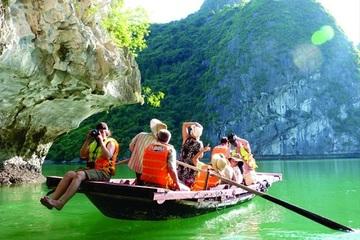 6 tháng đầu năm tổng thu từ du lịch Quảng Ninh đạt trên 5.200 tỷ đồng