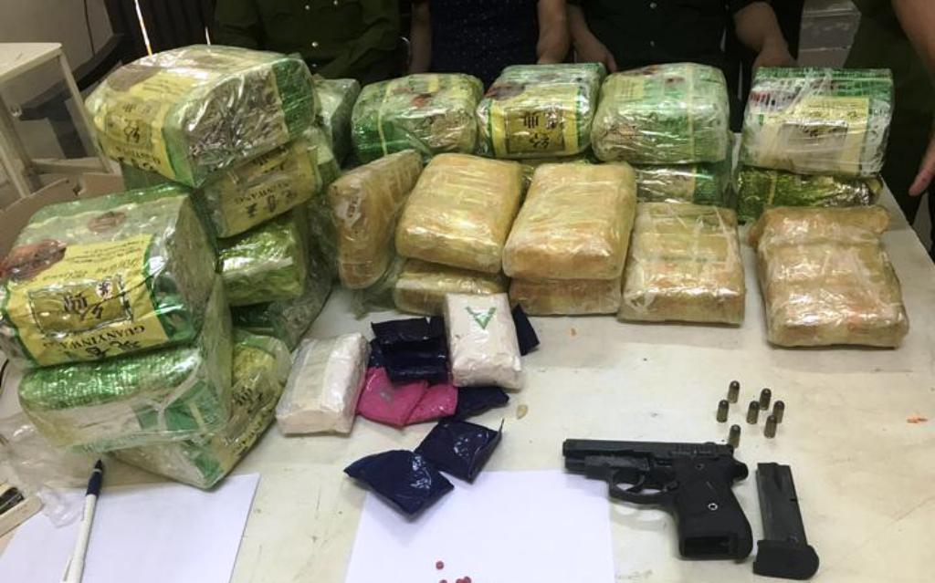 ma túy,súng,cố thủ,manh động,tội phạm ma túy,bộ đội biên phòng,Nghệ An,biên giới