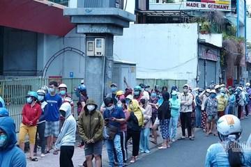TP.HCM: Không còn cảnh hàng trăm người xếp hàng rồng rắn vào siêu thị mua thực phẩm