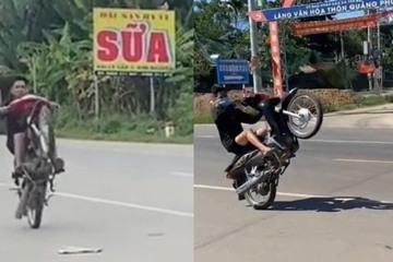 Bốc đầu xe máy trên đường, 2 thanh niên bị phạt gần 15 triệu đồng