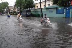 Miền Bắc oi nóng mưa rải rác, miền Nam mưa lớn