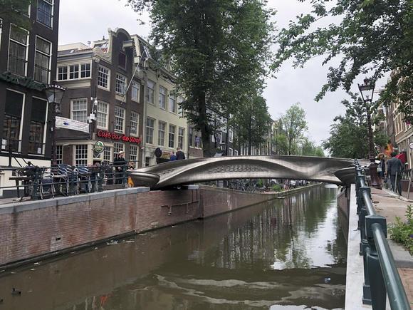 Cầu thép in 3D siêu ấn tượng ở Hà Lan