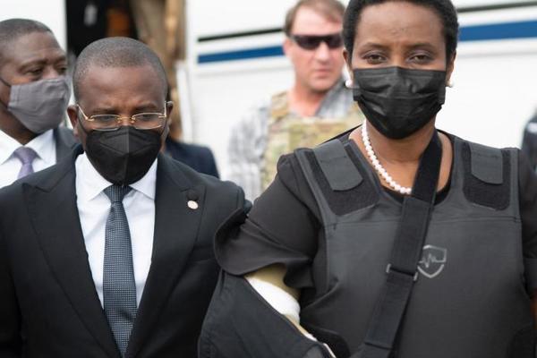 Phu nhân của cố Tổng thống Haiti bất ngờ về nước sau thời gian điều trị tại Mỹ