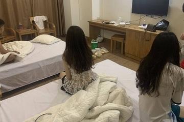 Bắt quả tang 4 thanh, thiếu niên 'bay lắc' trong khách sạn Nghệ An giữa mùa dịch