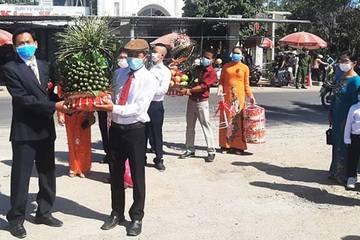 Quảng Nam: Trao sính lễ tại chốt kiểm dịch, cô dâu chú rể hẹn hết dịch làm đám cưới