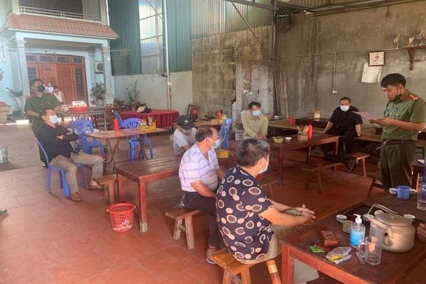 Không chấp hành phòng dịch, 2 quán ăn ở Hà Nội bị phạt 15 triệu đồng