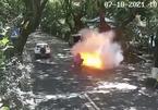 Xe đạp điện bất ngờ bốc cháy giữa đường, 2 cha con nguy kịch