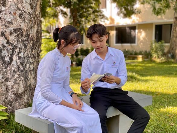 Nam sinh đạt điểm 10 môn Văn thi tốt nghiệp chia sẻ bí quyết học tập hiệu quả