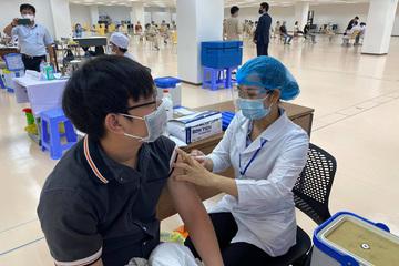 TP. HCM sẽ đơn giản hóa thủ tục tiêm vắc xin, theo dõi sau tiêm 15 phút