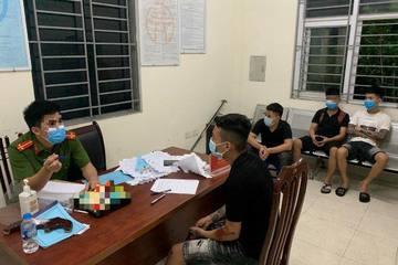 7 thanh niên Hà Nội đi chơi không đeo khẩu trang bị phạt 10 triệu đồng