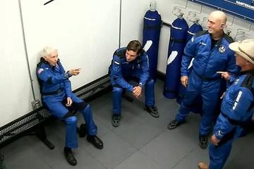 Tỷ phú Jeff Bezos nói gì về chuyến bay lên... rìa vũ trụ?