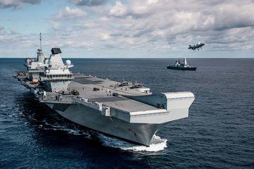Anh điều hai tàu chiến thường trực tại châu Á để làm gì?