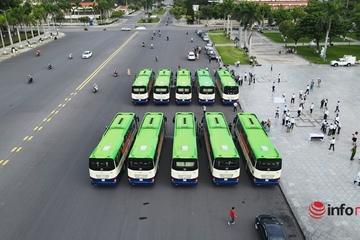 Đoàn xe đầu tiên lên đường đi TP.HCM đón người dân Quảng Nam