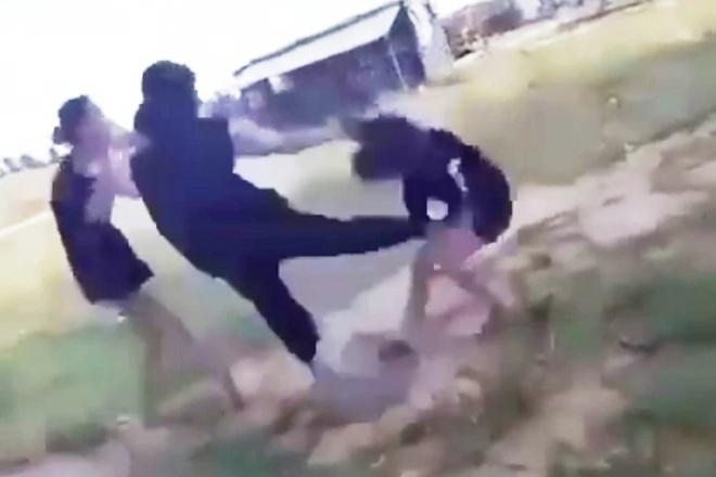Xuất hiện clip nữ sinh bị bạn đánh hội đồng, lột áo ở Thừa Thiên Huế