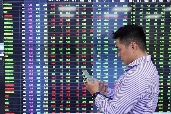 Chứng khoán sẽ có đợt giảm mạnh, nhà đầu tư có nên 'canh' chốt lời?