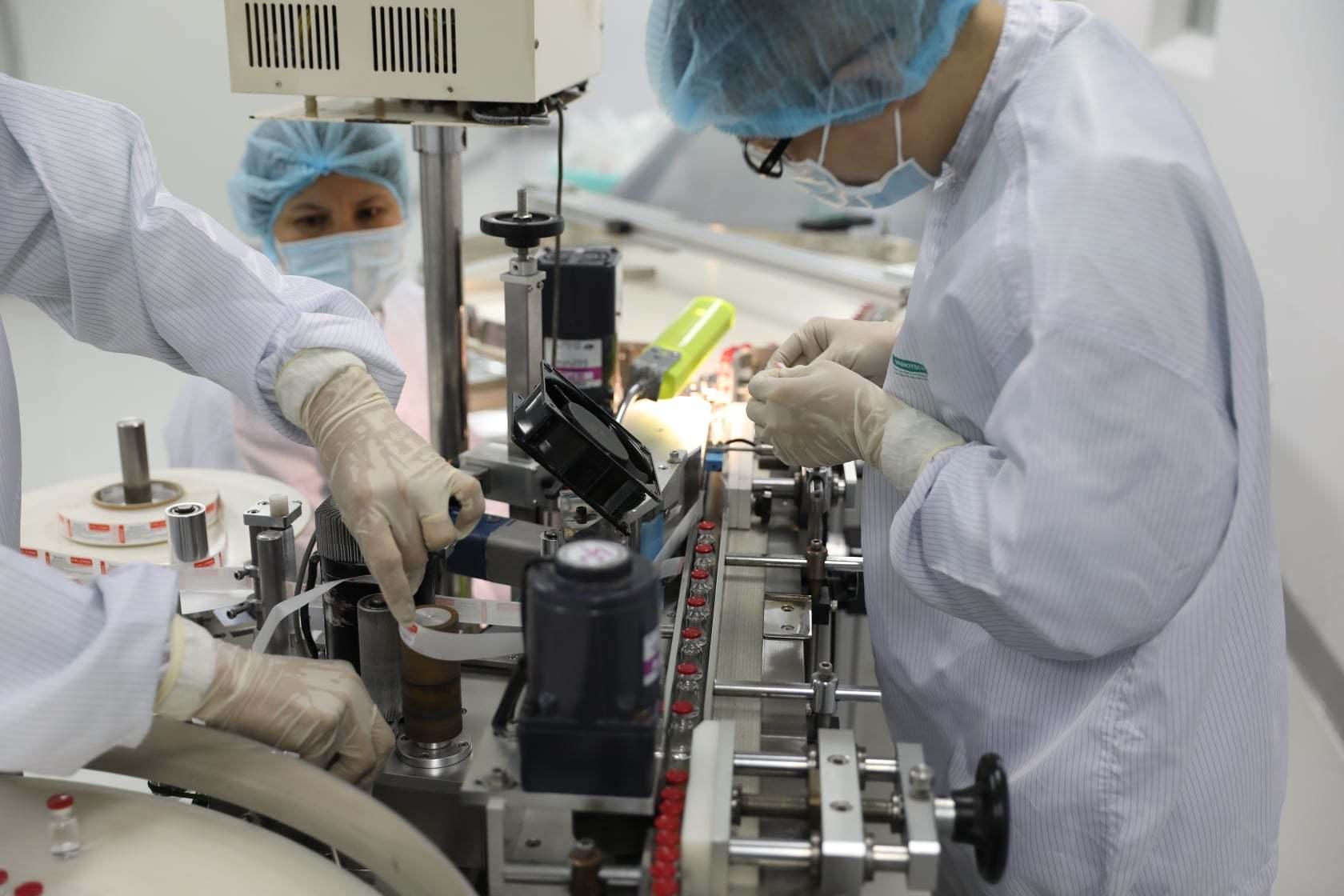 Cận cảnh quy trình gia công vắc xin Sputnik V tại Việt Nam
