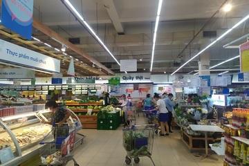 TP.HCM: Lượng người đi chợ, siêu thị đã giảm hẳn, giá trứng một số nơi vẫn tăng