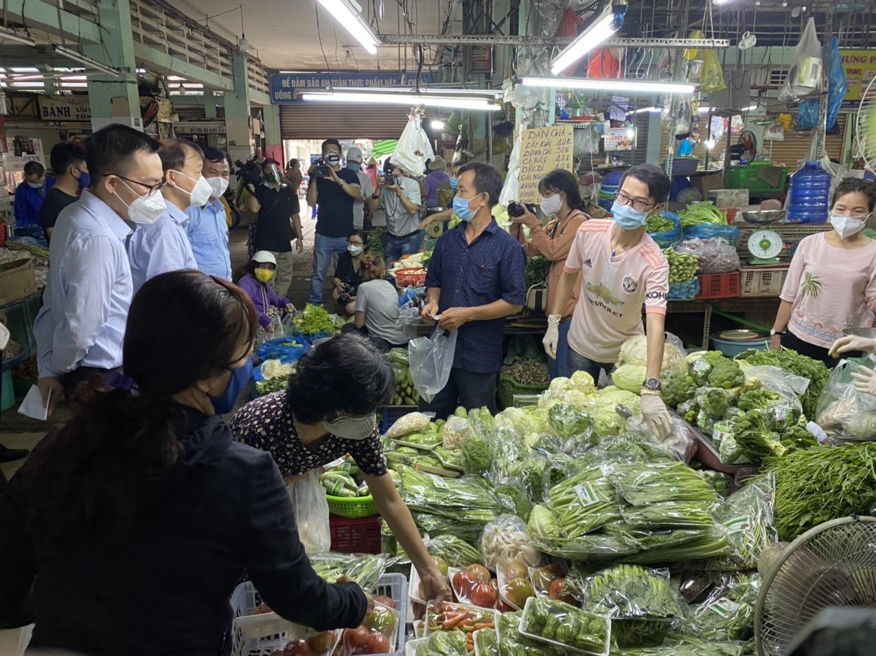 Thị trường hàng hóa,Giá thực phẩm,Siêu thị,Chợ truyền thống,TP.HCM,Giãn cách xã hội