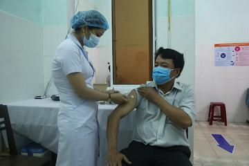 TP.HCM ưu tiêm tiêm vắc xin Moderna cho người trên 65 tuổi, có bệnh nền