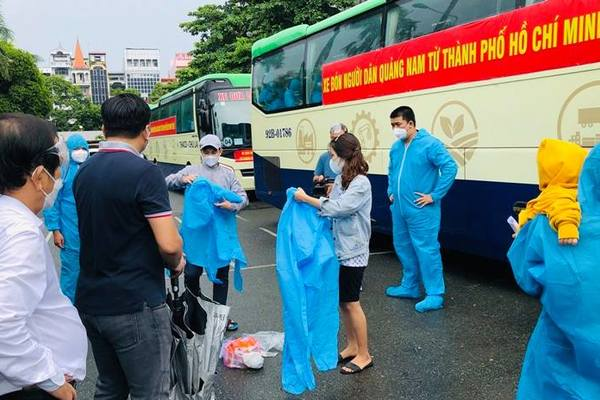 Những chuyến xe đầu tiên lăn bánh chở bà con Quảng Nam từ TP.HCM về quê