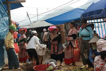 Phát triển thương mại miền núi, hải đảo: Đồng bào dân tộc thiểu số hưởng lợi