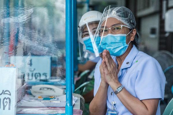 Đông Nam Á 'căng mình' chống dịch Covid-19, F0 được điều trị thế nào?