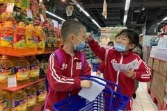 Cảm phục hành động của 2 cậu bé đi mua đồ trong cửa hàng vắng chủ
